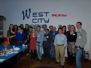 """L'équipe des partenaires Léonardo 'Radio Euro Qualification"""" à Timisoara en Roumanie dans les studios de West City Radio  (Avril 2013)"""